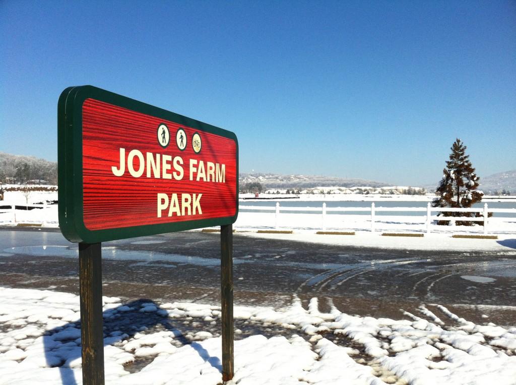 04. Snowy LENDON from Jones Farm Park__med.2409