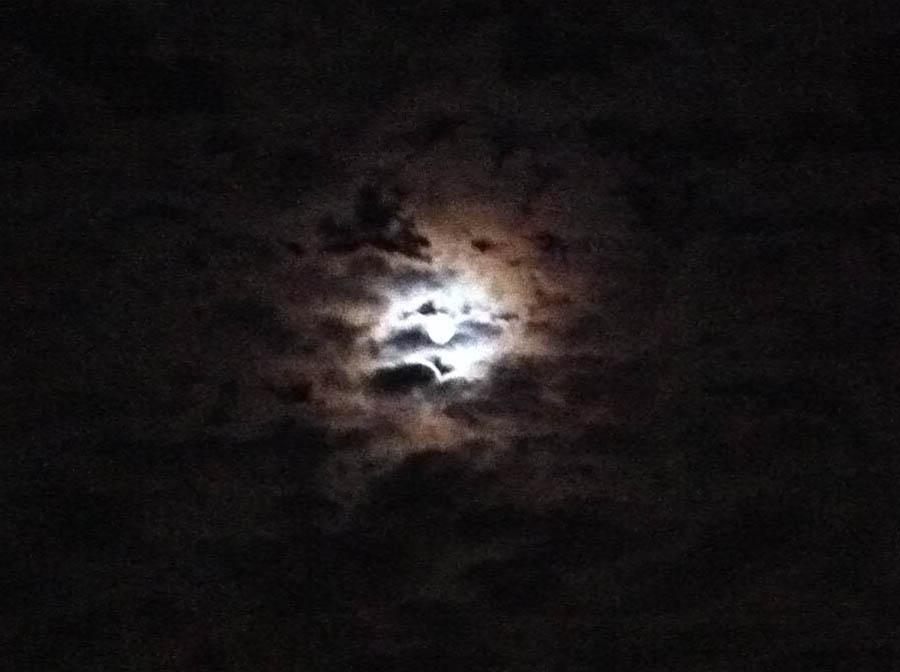 06. Moon overlooking LENDON_med.2440