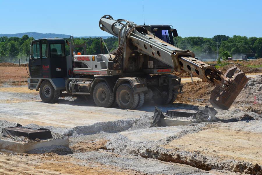 2.An Excavator digs near a Storm Drain_0594