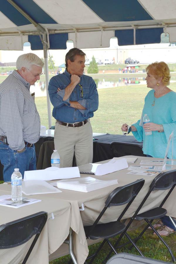 Architect Scott Wilson Helps Host the LENDON Tent