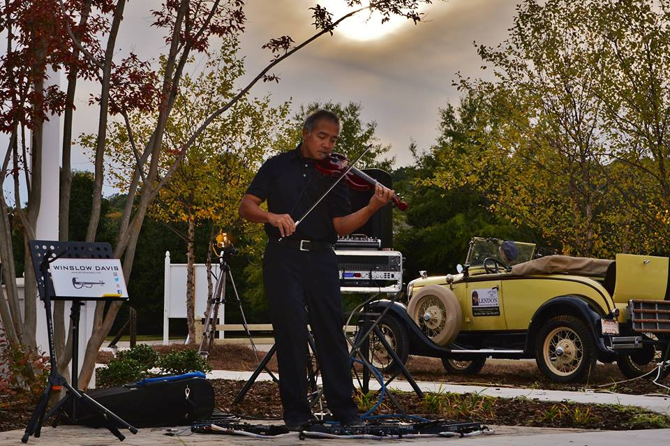 Master-Violinest-Winslow-Davis-Lends-his-magical-touch-to-a-perfect-Preview-Party-evening-and-to-a-partial-solar-eclipse
